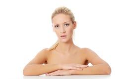 Mujer caucásica hermosa joven después del baño Imágenes de archivo libres de regalías