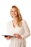 Mujer caucásica joven hermosa que sostiene una tableta en su ISO de la mano Fotos de archivo libres de regalías