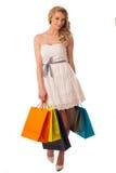 Mujer caucásica rubia joven hermosa que celebra compras vibrantes Fotografía de archivo