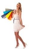 Mujer caucásica rubia joven hermosa que celebra compras vibrantes Fotos de archivo libres de regalías