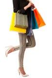 Mujer caucásica rubia joven hermosa que celebra compras vibrantes Fotografía de archivo libre de regalías