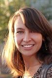 Mujer caucásica sonriente hermosa Imagen de archivo libre de regalías