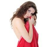 Mujer caucásica joven cubierta desnuda misma Foto de archivo
