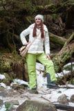 Mujer cerca de rastros de una montaña Fotografía de archivo libre de regalías