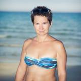 Mujer cerca del mar Foto de archivo libre de regalías