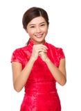 Mujer china con gesto de mano de la enhorabuena Imagen de archivo