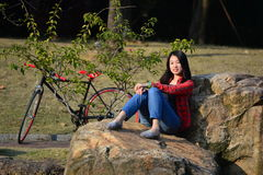 Mujer china en el parque Foto de archivo