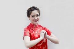 Mujer china hermosa con la ropa de la tradición Fotografía de archivo