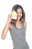 Mujer china que sostiene tarjetas de crédito múltiples Imagen de archivo