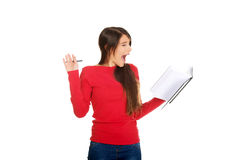 Mujer chocada del estudiante con su nota Fotos de archivo libres de regalías
