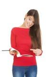 Mujer chocada del estudiante con su nota Foto de archivo