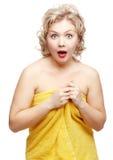 Mujer chocada en toalla Imágenes de archivo libres de regalías