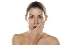Mujer chocada sin maquillaje Fotografía de archivo libre de regalías