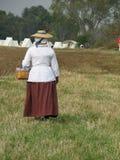Mujer colonial con la cesta Imagen de archivo