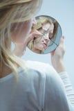 Mujer con amor propio bajo Fotografía de archivo