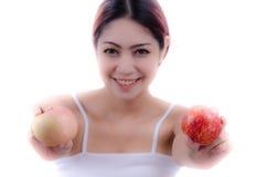 Mujer con Apple Imágenes de archivo libres de regalías