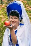 Mujer con Apple foto de archivo