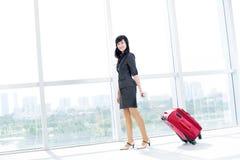 Mujer con bagaje Imágenes de archivo libres de regalías