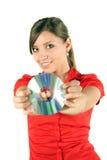 Mujer con CD o DVD Fotos de archivo libres de regalías