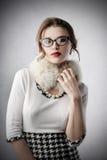 Mujer con clase que lleva la ropa de moda fotos de archivo libres de regalías