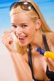Mujer con crema de la sol-protección Imágenes de archivo libres de regalías