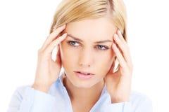 Mujer con dolor de cabeza Imágenes de archivo libres de regalías