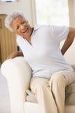 Mujer con dolor de espalda Imagen de archivo libre de regalías