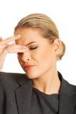 Mujer con dolor de la presión del sino Foto de archivo libre de regalías