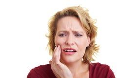 Mujer con dolor de muelas Foto de archivo