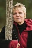 Mujer con el árbol Foto de archivo