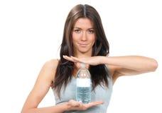 Mujer con el agua potable Fotos de archivo