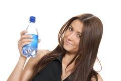 Mujer con el agua todavía potable pura Foto de archivo libre de regalías