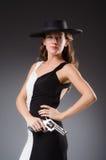 Mujer con el arma contra imágenes de archivo libres de regalías