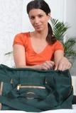 Mujer con el bolso Fotos de archivo libres de regalías