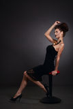 Mujer con el caracol en vestido negro. Moda. Gótico Fotografía de archivo libre de regalías