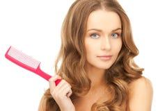 Mujer con el cepillo foto de archivo