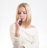 Mujer con el cigarrillo electrónico Imágenes de archivo libres de regalías