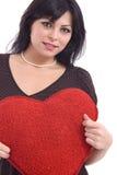 Mujer con el corazón rojo grande de la felpa Imagen de archivo libre de regalías