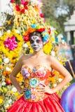 Mujer con el cráneo del azúcar Fotografía de archivo libre de regalías