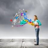 Mujer con el cubo Foto de archivo libre de regalías
