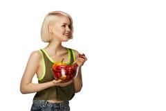 Mujer con el cuenco de verduras Imágenes de archivo libres de regalías