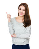 Mujer con el destacar del finegr imagen de archivo libre de regalías