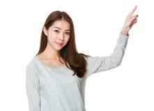 Mujer con el destacar del finger Imagen de archivo