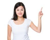Mujer con el destacar del finger Imágenes de archivo libres de regalías