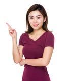 Mujer con el destacar del finger Fotografía de archivo