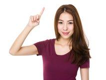 Mujer con el destacar del finger Fotografía de archivo libre de regalías