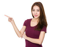 Mujer con el destacar del finger Imagen de archivo libre de regalías