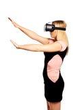 Mujer con el dispositivo de VR Imagenes de archivo