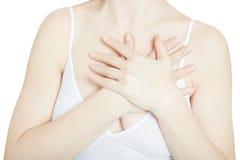 Mujer con el dolor de pecho, ataque del corazón en blanco Foto de archivo libre de regalías