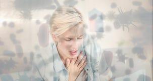 Mujer con el dolor de pecho y la célula bacteriana 4k almacen de metraje de vídeo